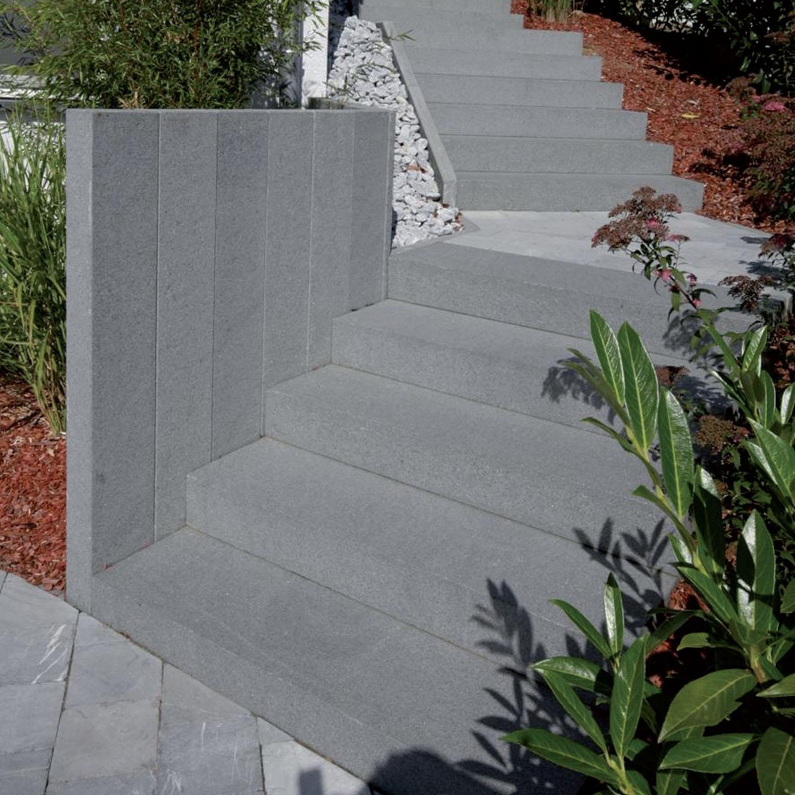 North Grey Naturstein Granit G654 Bodenplatte Blockstufe Palisade geflammt