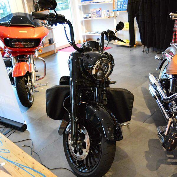 Seitlicher Windabweiser f/ür Harley CVO Street Glide 14-20 schwarz