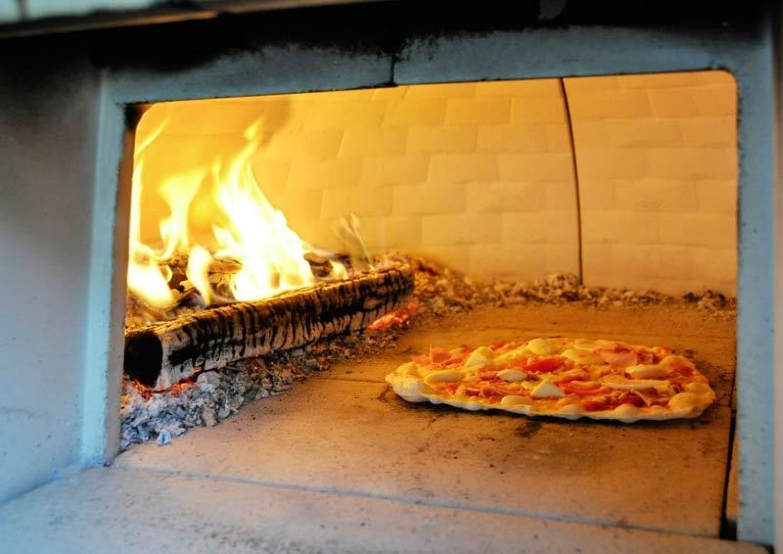Details zu Holzbackofen Backofen Brunner Feueriglu Pizzaofen Gartenkamin Bausatz Pizza
