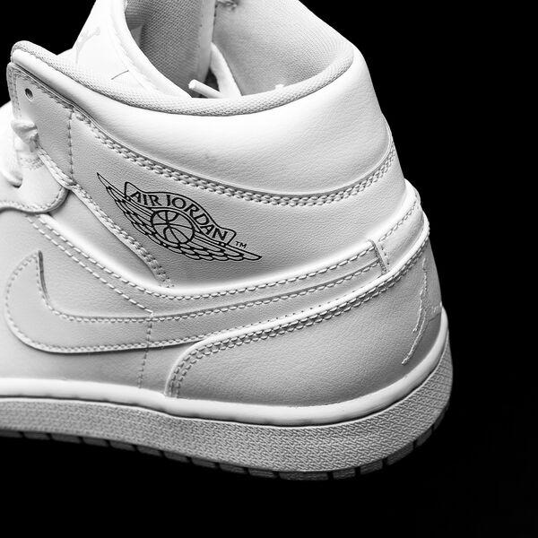 bff564a74ffaf Nike Air Jordan Medio Blanco y Negro