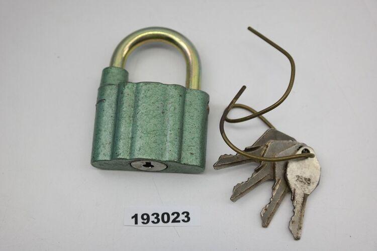 1 DDR Vorhängeschloss mit 1 Schlüssel Bügelschloss Vintage !