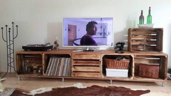 Sgabelli con cassette di vino pezzi costruzione massive usate