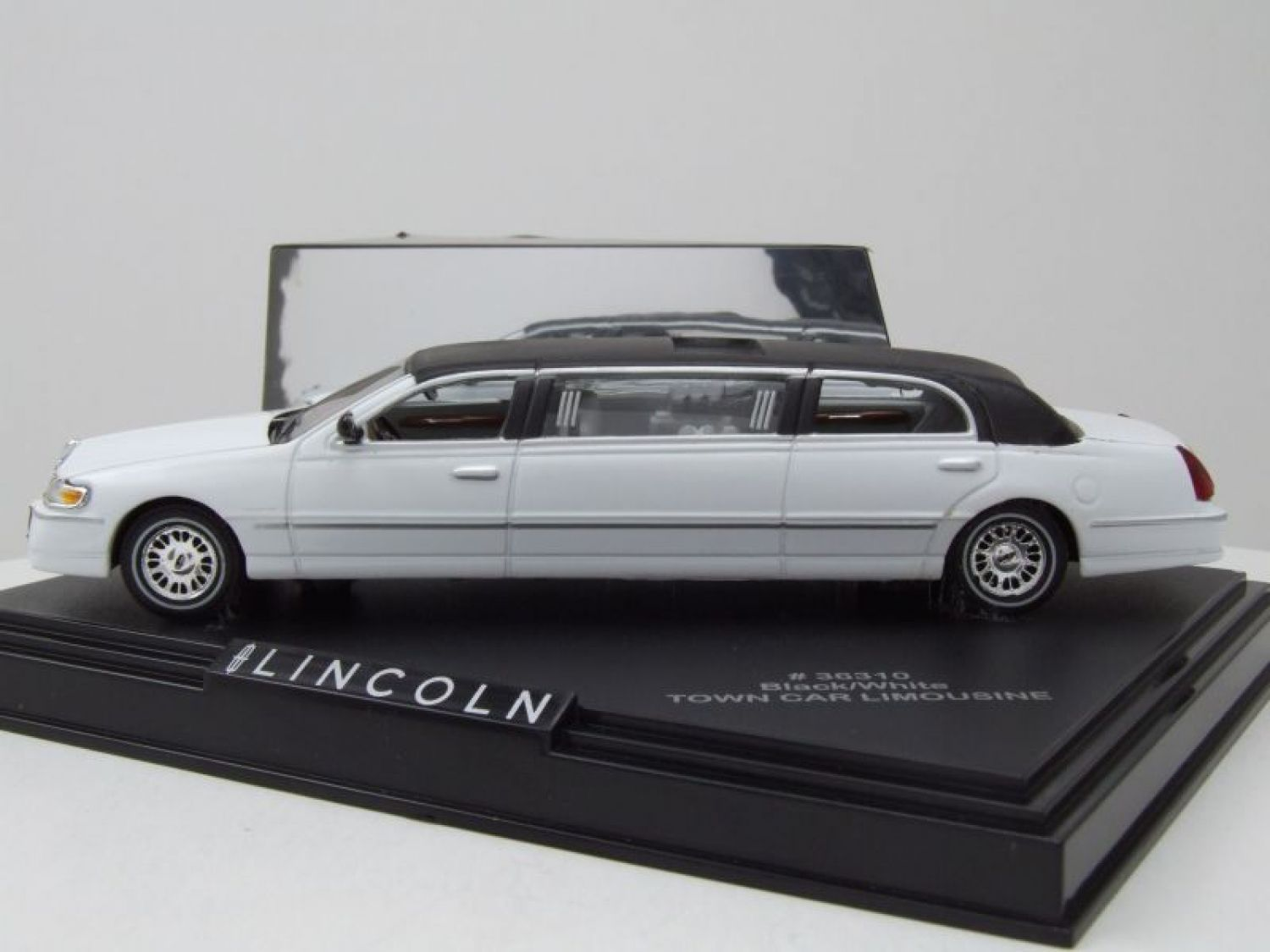 Lincoln Town Car Stretch Limousine Weiss ca 1//43 1//36-1//46 Modellcarsonline Mode
