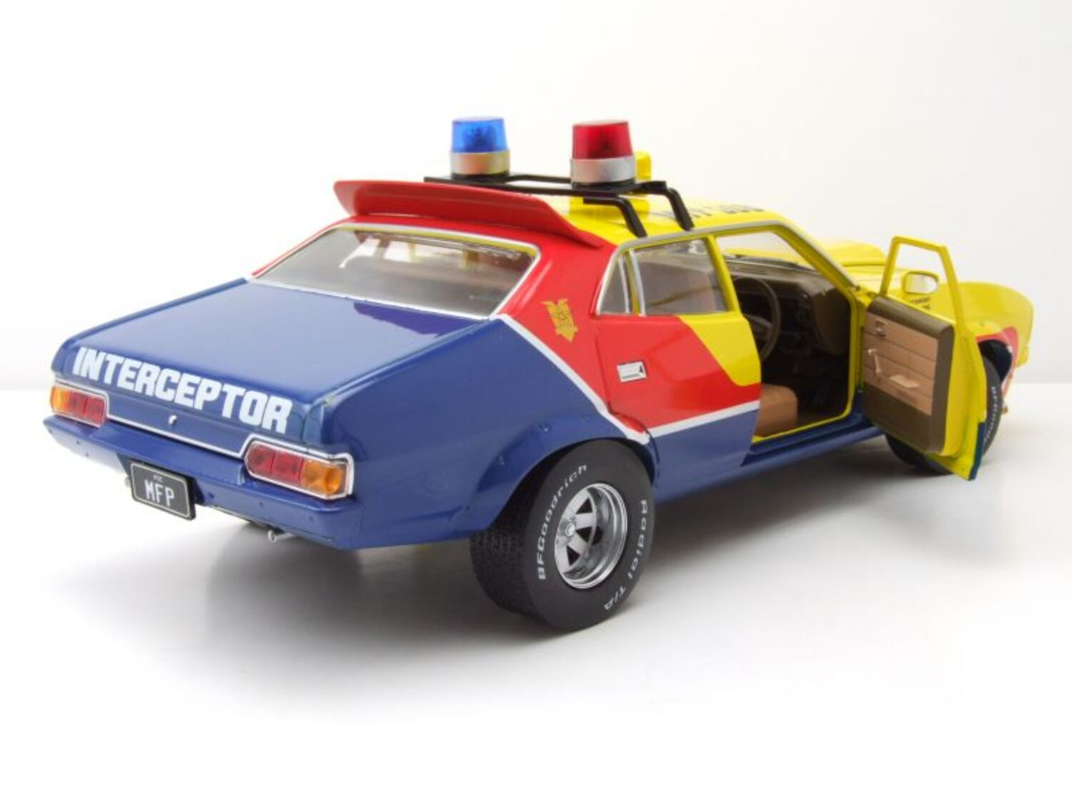 Ford Falcon XB MAD Max Interceptor Police 1:18 Greenlight Neu OVP