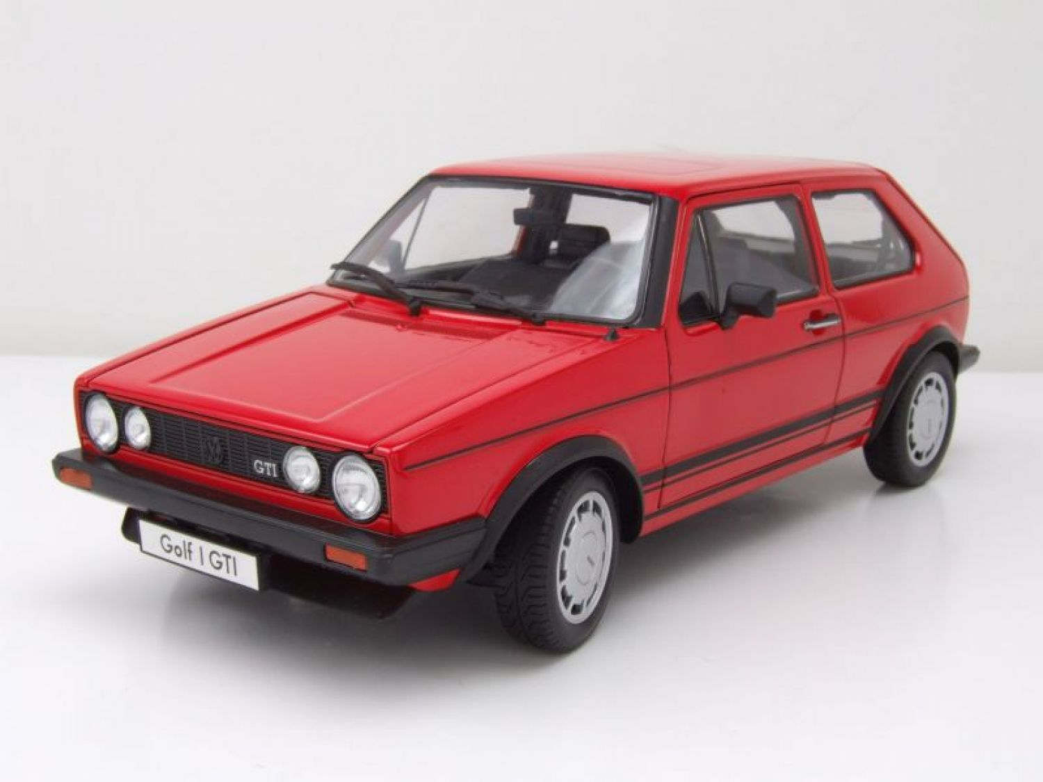 vw golf 1 gti pirelli rot modellauto 1 18 welly ebay. Black Bedroom Furniture Sets. Home Design Ideas