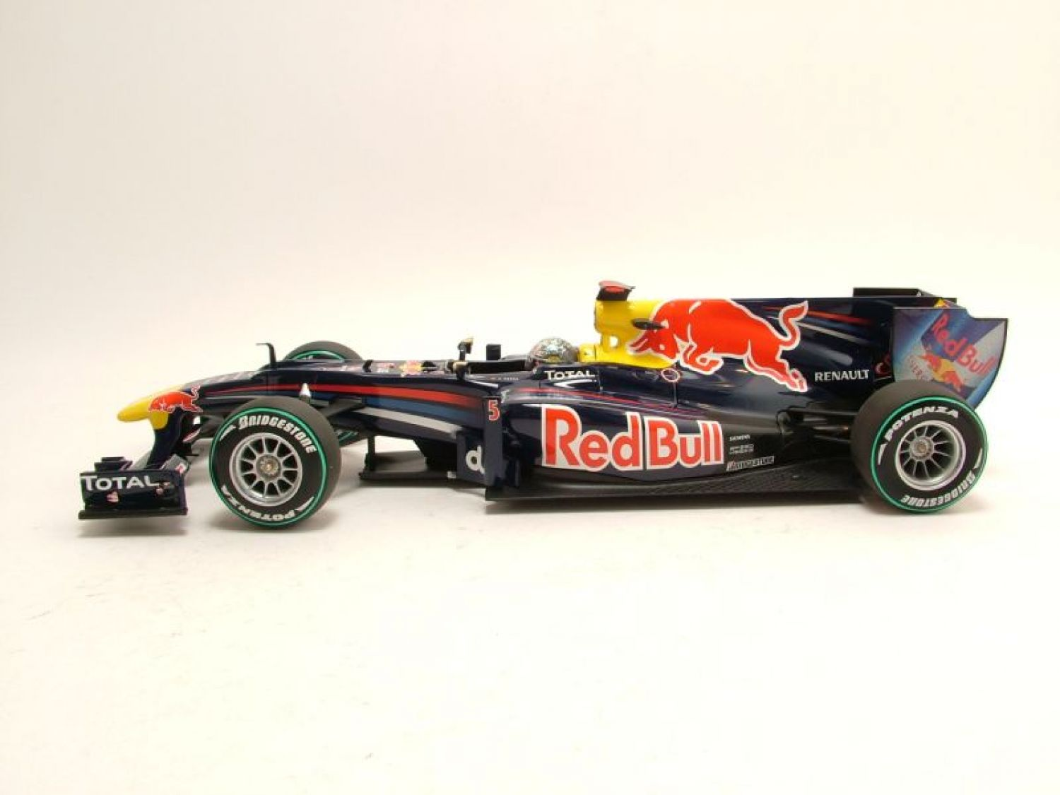renault red bull vettel rb6 abu dhabi gp 2010 formel1 modellauto 1 18 minichamps ebay. Black Bedroom Furniture Sets. Home Design Ideas