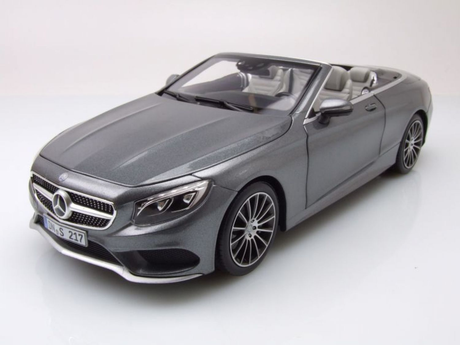 mercedes s klasse cabrio 2015 grau metallic modellauto 1. Black Bedroom Furniture Sets. Home Design Ideas