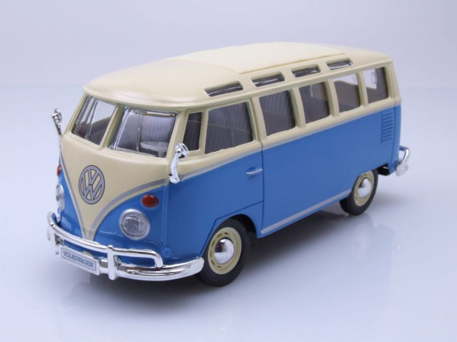 vw bus t1 samba blau creme modellauto 1 25 maisto ebay. Black Bedroom Furniture Sets. Home Design Ideas