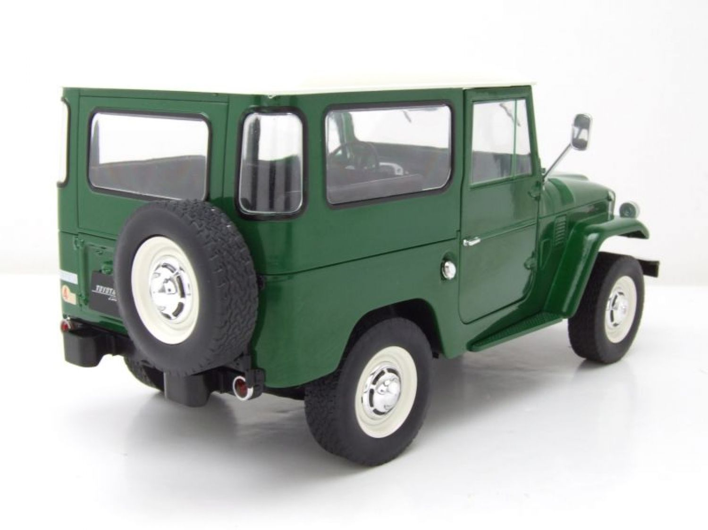Toyota Land Cruiser en verde//blanco triple 9 escala 1:18 OVP nuevo