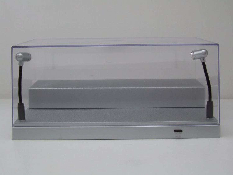 klarsichtbox vitrine mit led beleuchtung silber 1 43 oder 1 24 modelle triple9 ebay. Black Bedroom Furniture Sets. Home Design Ideas