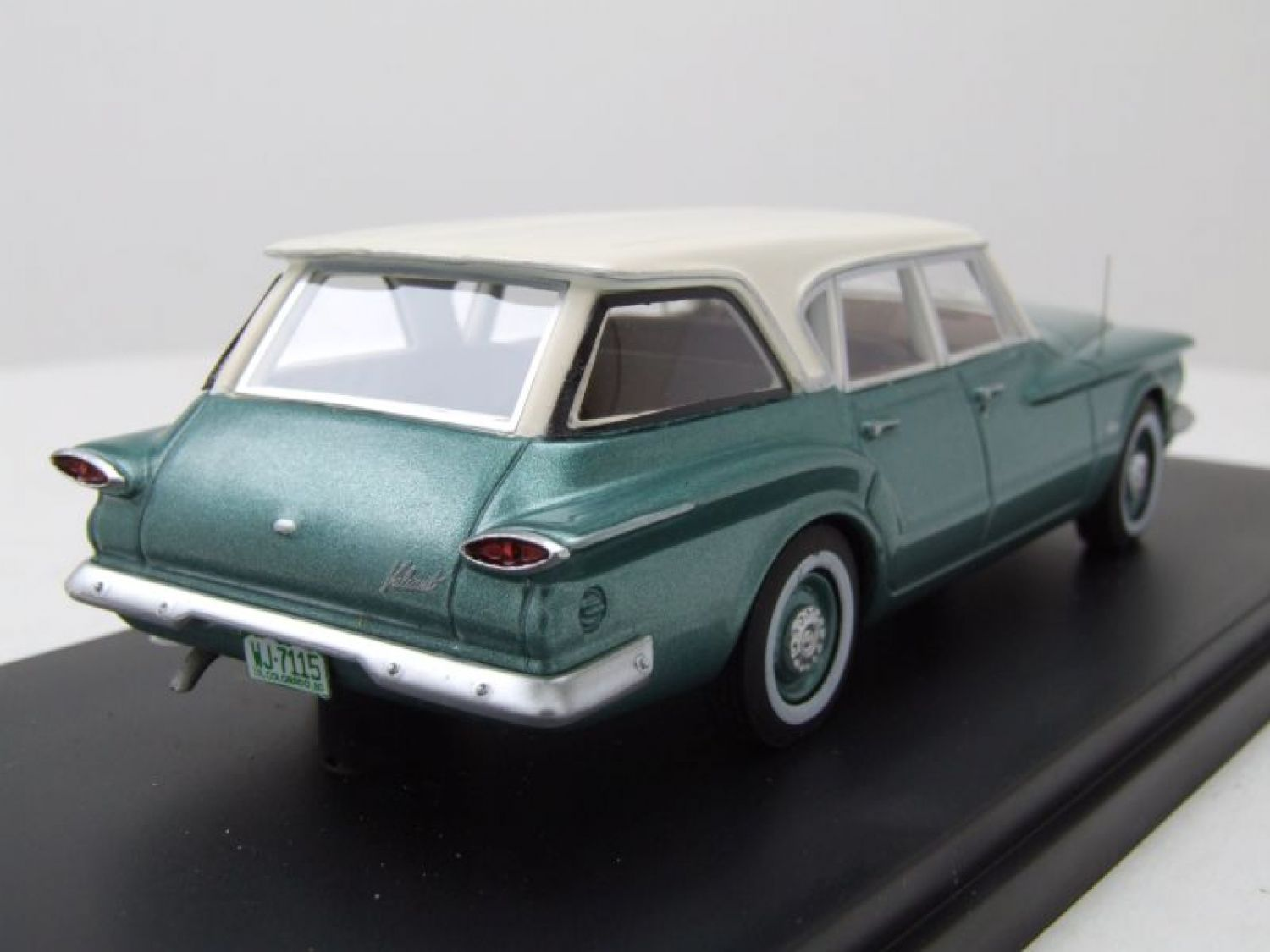 Plymouth Valiant Station Wagon Kombi 1960 Grn Wei Modellauto 143 1941 Neo Scale Models