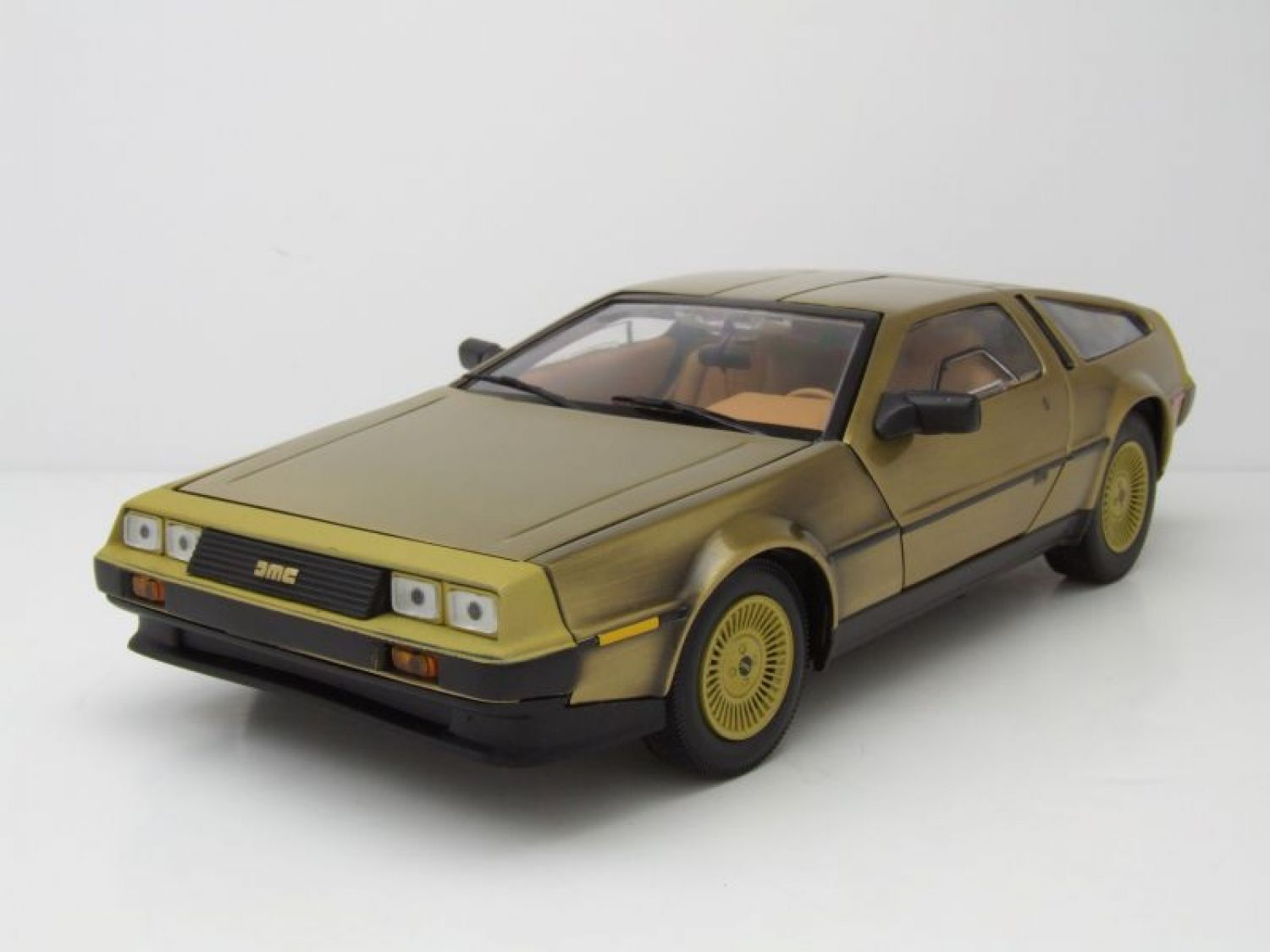 de lorean dmc 12 coupe 1981 gold modellauto 1 18 sun. Black Bedroom Furniture Sets. Home Design Ideas