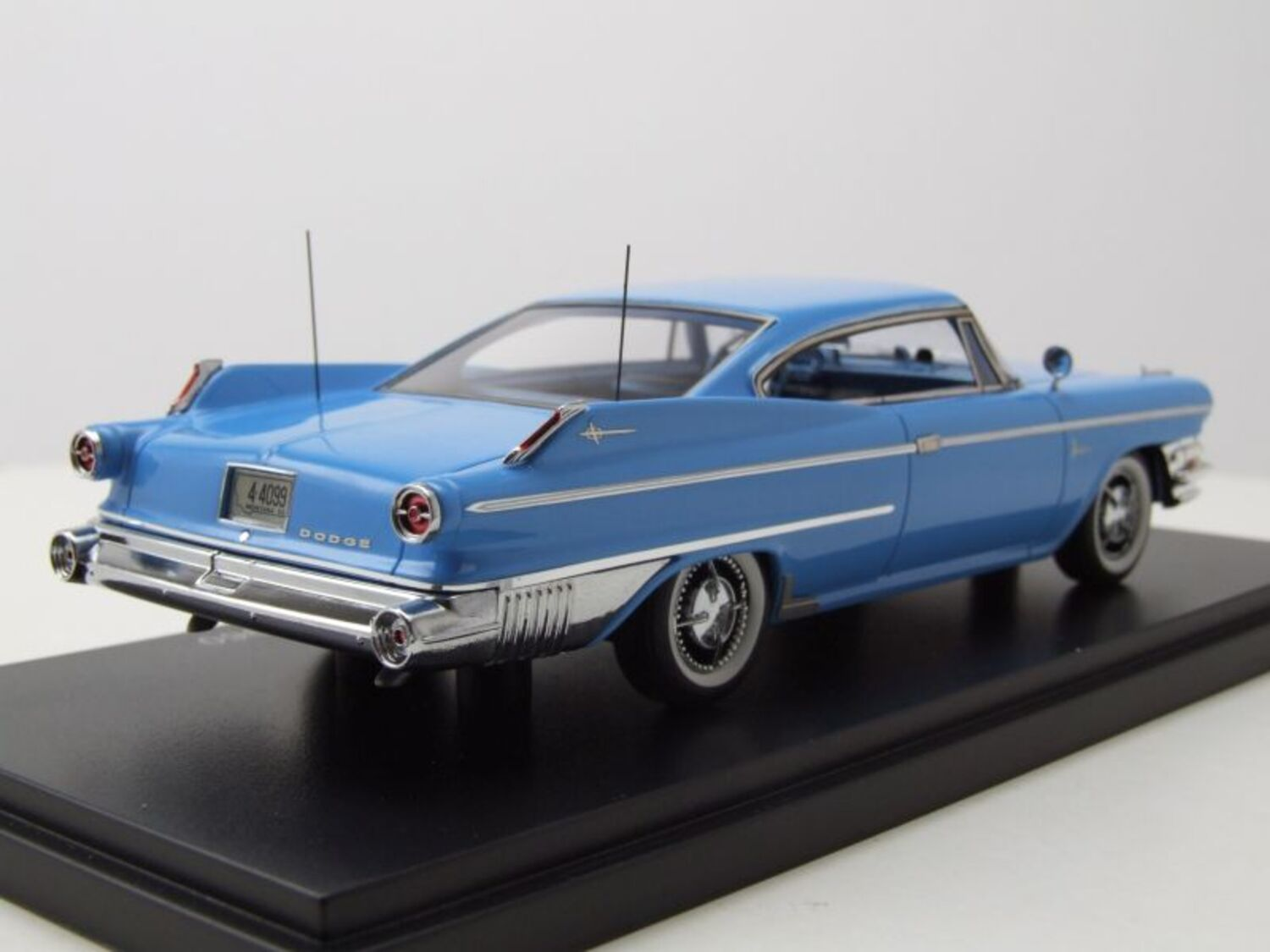Dodge Polara Coupe 1960 blau Modellauto 1:43 Neo Scale Models