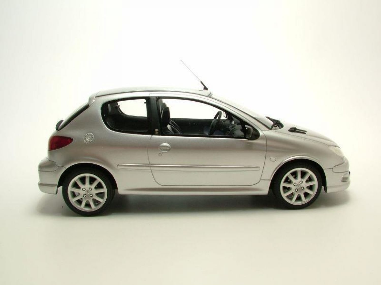 peugeot 206 gt argent mod le de voiture 1 18 ottomobile ebay. Black Bedroom Furniture Sets. Home Design Ideas