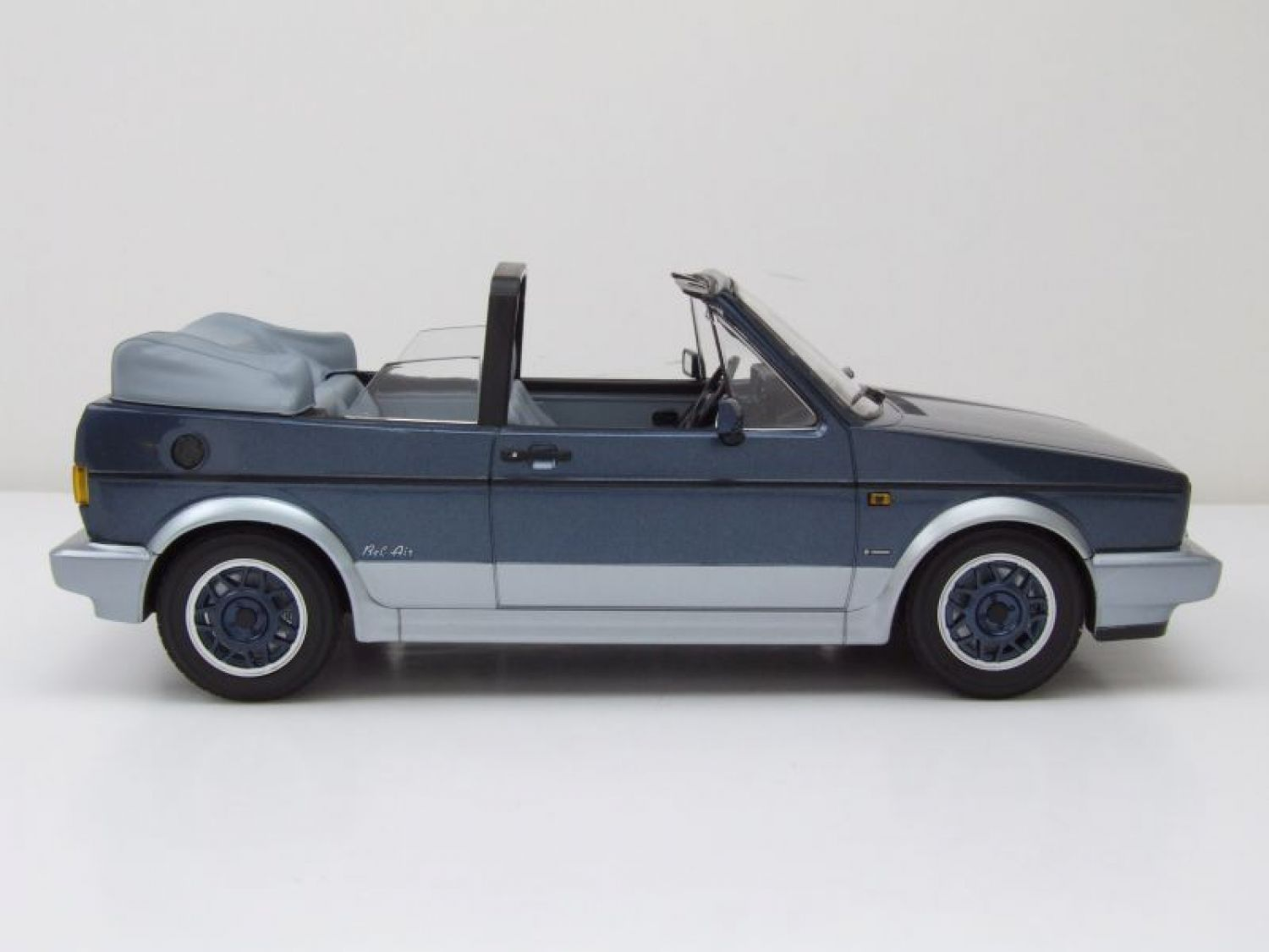 vw golf 1 cabrio bel air 1992 blau metallic modellauto 1. Black Bedroom Furniture Sets. Home Design Ideas