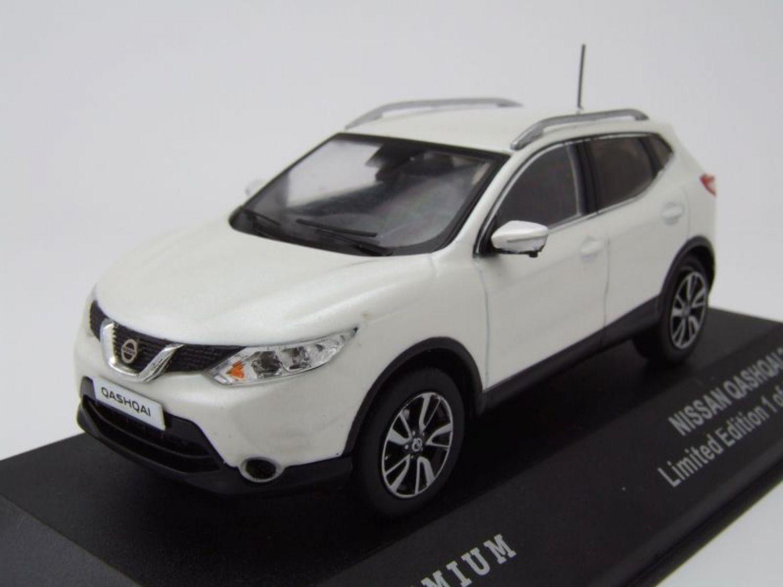 nissan qashqai 2014 white metallic, model car 1:43 / triple9 | ebay