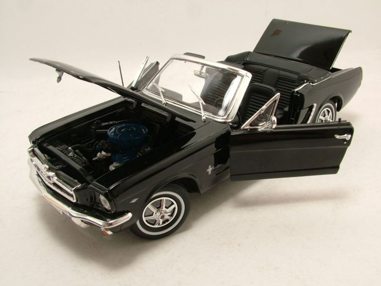 ford mustang cabrio 1964 5 schwarz modellauto 1 18. Black Bedroom Furniture Sets. Home Design Ideas